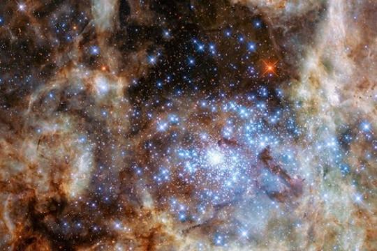 """Phát hiện """"quái sao"""" trẻ sáng gấp Mặt Trời 30 triệu lần"""