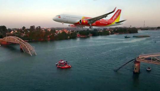 Sự cố sập cầu Ghềnh: Hành khách bị ảnh hưởng sẽ được giảm giá vé khi đi máy bay