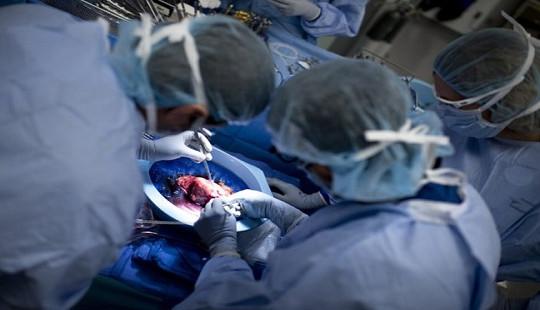 """Ca phẫu thuật """"kỳ diệu"""" mở ra cơ hội sống cho hàng nghìn người nhiễm HIV"""