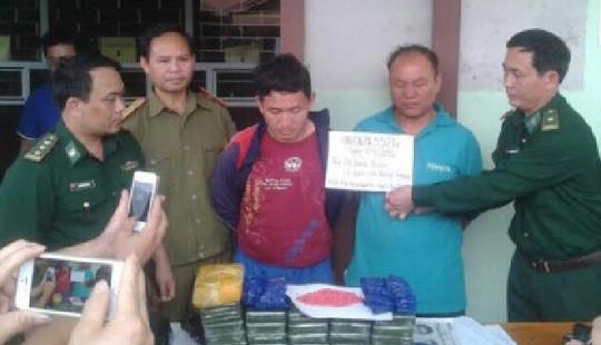 Nghệ An: Hai người Lào mang 36 bánh heroin vào Việt Nam tiêu thụ