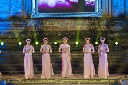"""Ấn tượng Đêm hội áo dài Festival """"Nơi huyền thoại bắt đầu"""""""