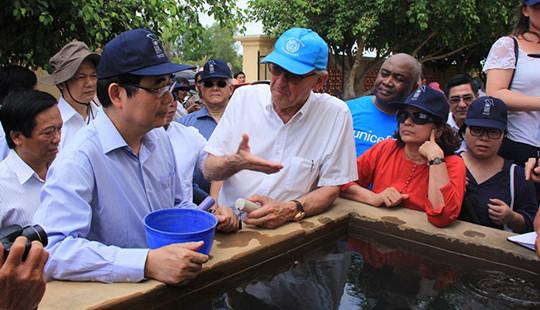 Phó Tổng Thư ký Liên hợp quốc khảo sát tình hình thiệt hại do hạn, mặn tại Bến Tre