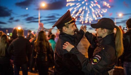 Dư âm nước Nga Ngày Chiến thắng: Pháo hoa và nhịp bước hào hùng