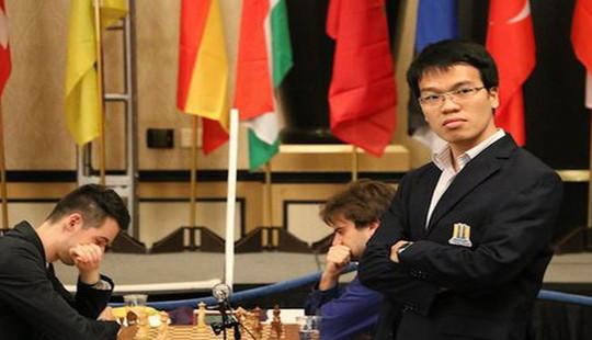 Kỳ thủ Lê Quang Liêm giành lại vị trí dẫn đầu giải cờ vua châu Á