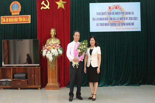 Bổ nhiệm Phó Chánh án TAND tỉnh Gia Lai và trao Huân chương Lao động hạng nhì