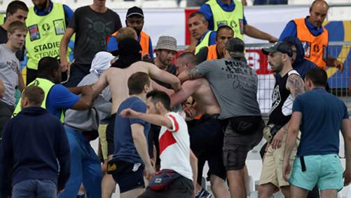 EURO 2016: Cảnh báo truất quyền thi đấu của hai đội Anh và Nga