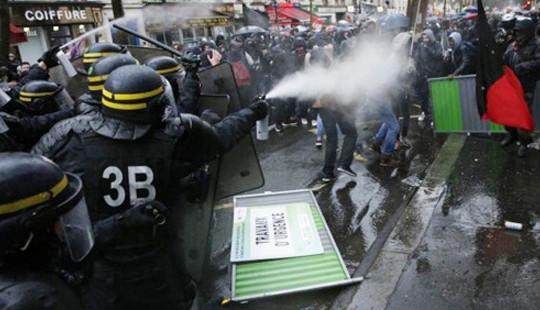 Biểu tình biến thành bạo loạn đường phố tại Pháp
