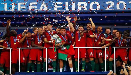 Euro 2016: Giọt nước mắt của Ronaldo