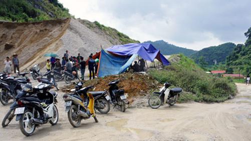 Lạng Sơn: Dân dựng lán ngăn chặn trạm trộn bê tông gây ô nhiễm môi trường