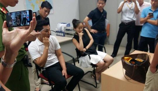 Hà Nội: Đôi nam nữ giấu 80 cây vàng trên ghế máy bay