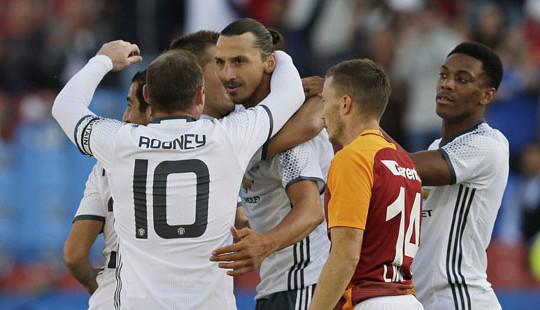 """Ibrahimovic lập """"siêu phẩm"""" trong trận M.U đại thắng Galatasaray 5-2"""