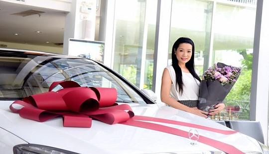 Á hậu Trịnh Kim Chi được ông xã tặng siêu xe hơn 5 tỷ đồng