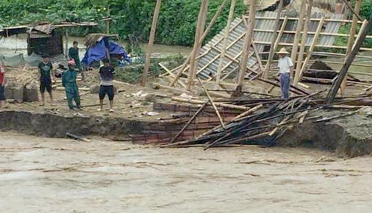 Giao thông nhiều tỉnh bị ảnh hưởng do mưa lũ