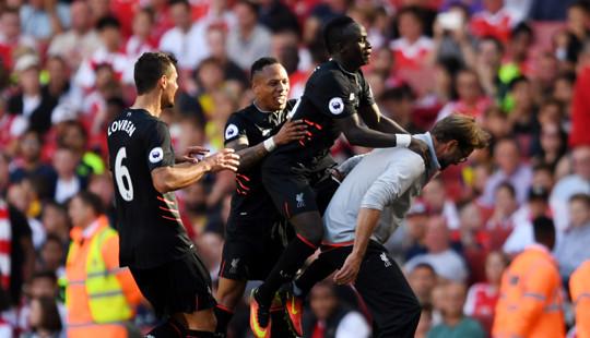 """Liverpool đá bại Arsenal trong """"cơn mưa"""" bàn thắng"""