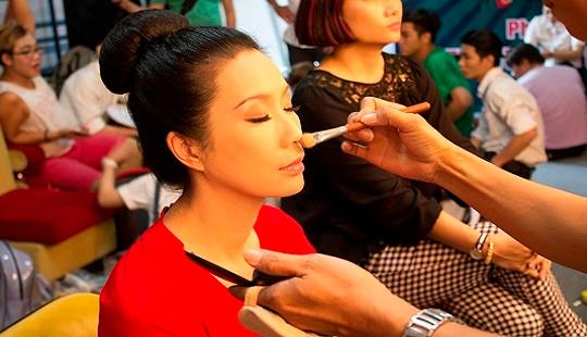 Á hậu Trịnh Kim Chi đắt show làm giám khảo