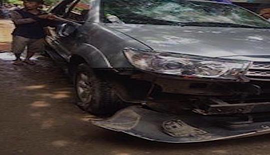 Nghệ An: Nghi 'bắt cóc' trẻ con, người dân chặn xe, đập vỡ kính ô tô