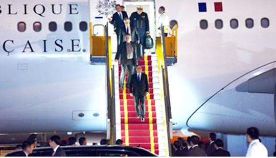 Tổng thống Pháp đã đến sân bay Quốc tế Nội Bài