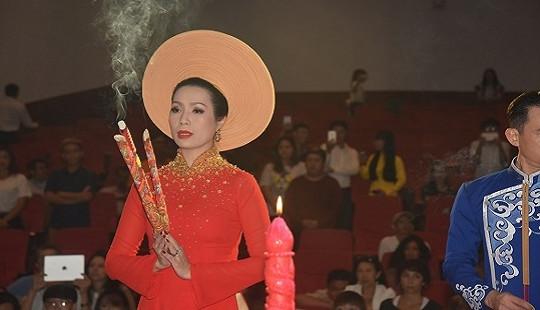 Trịnh Kim Chi cùng sao Việt bày tỏ lòng biết ơn với Tổ nghề