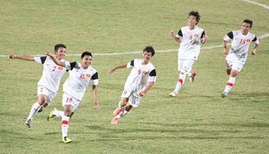 Thắng Philippines, U19 Việt Nam dẫn đầu bảng A