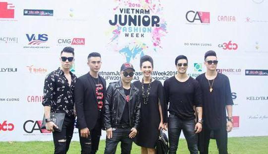 Dàn sao Việt đội mưa đến ủng hộ show diễn của Đỗ Mạnh Cường