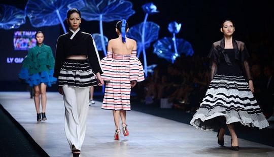 """6 xu hướng thời trang """"càn quét"""" Vietnam International Fashion Week 2016"""