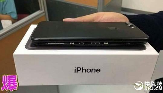 Đập hộp Iphone 7 Plus phát hiện pin phình biến dạng