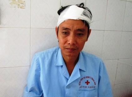 Một công nhân bị đánh nhập viện nghi do tham gia khiếu kiện bảo hiểm