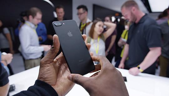 Phiên bản iPhone 7 Plus chạy nhất cập bến Apple Store