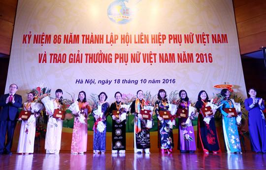 Giải thưởng Phụ nữ Việt Nam năm 2016: 16 tập thể, cá nhân được vinh danh