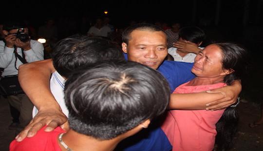 Hà Tĩnh: Hạnh phúc ngày trở về của thuyền viên bị cướp biển bắt giữ