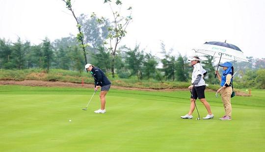 Gôn thủ chuyên nghiệp người Mỹ nói về sân FLC Samson Golf Links
