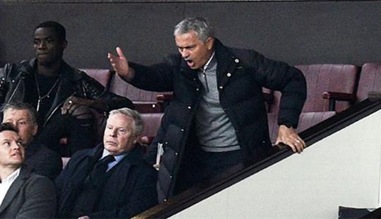 Mourinho chính thức nhận án phạt từ LĐBĐ Anh