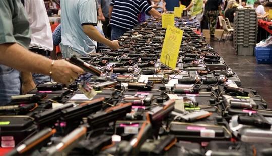 Số lượng người mua súng tăng đột biến trước thềm bầu cử Tổng thống Mỹ
