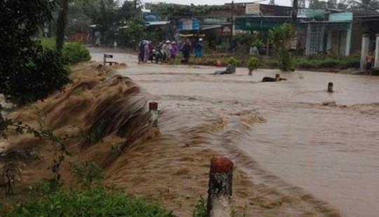 13 người chết và mất tích do mưa lũ ở miền Trung