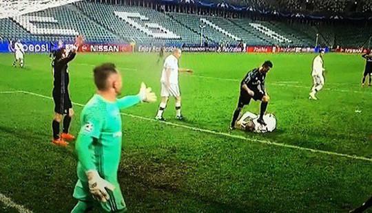 C.Ronaldo bị tố chơi xấu trong trận đấu với Legia