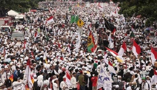 Hàng chục nghìn người Hồi giáo ở Indonesia biểu tình phản đối thị trưởng gốc Hoa