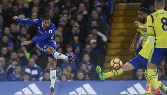 Premier League 2016-17: Đè bẹp Everton, Chelsea lên đỉnh bảng