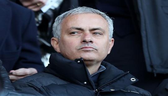 HLV Mourinho bất ngờ yêu cầu điều tra đội ngũ y tế tại M.U