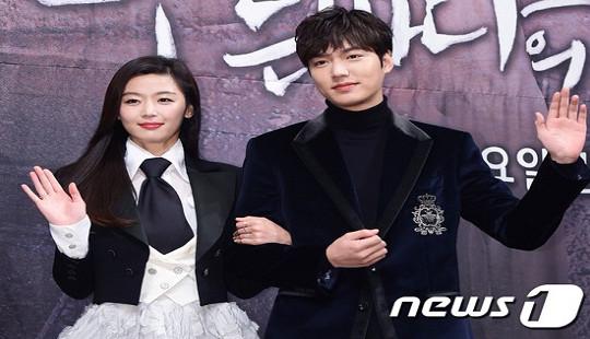 """Lee Min Ho - Jun Ji Hyun tay trong tay ra mắt """"Huyền thoại biển xanh"""""""