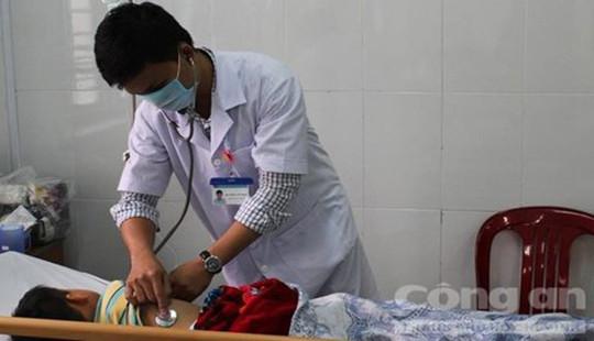 Sở Y tế Đắc Nông lấy mẫu thức ăn gia đình 2 chị em ngộ độc xét nghiệm