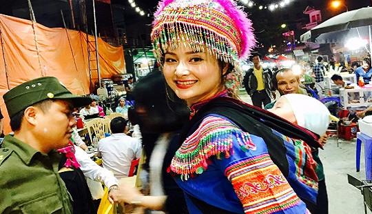 Diễn viên Lan Phương mặc váy dân tộc Mông, địu em xuống chợ