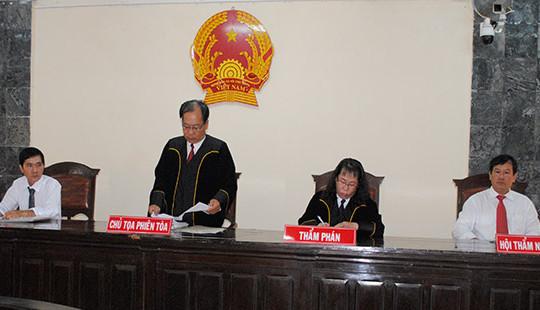 TAND tỉnh An Giang sử dụng trang phục xét xử trong phiên toà