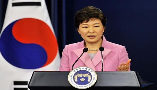 """Vì sao Tổng thống Hàn Quốc quyết không chịu """"rời"""" Nhà Xanh?"""