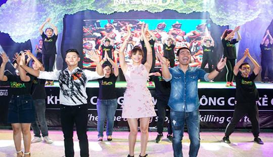 Đức Tuấn, Phạm Hương, Phan Anh cuồng nhiệt nhảy Flashmob với khán giả