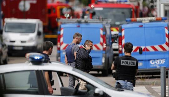 Bắt cóc nhiều con tin tại Pháp