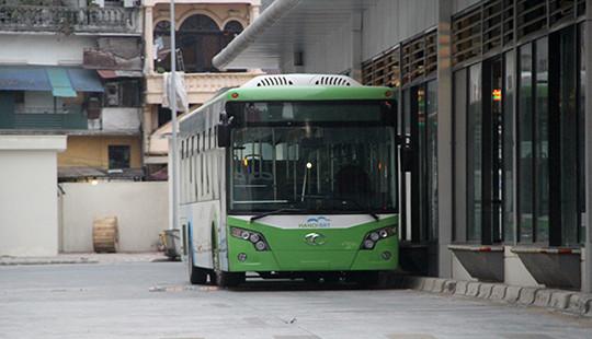 Buýt nhanh Hà Nội không chạy khớp nối kỹ thuật trên phố