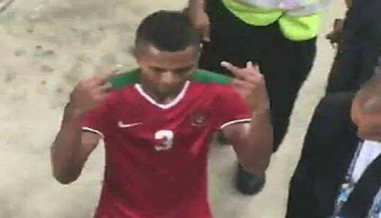 Cầu thủ Indonesia có thể nhận án phạt vì có hành động tục tĩu với CĐV