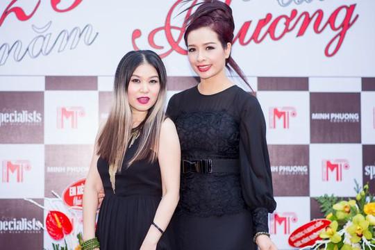 """Cựu người mẫu Thúy Hằng duyên dáng làm MC kể """"Chuyện của Phương"""""""