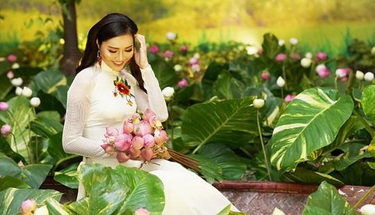 Hoa Khôi Áo Dài Diệu Ngọc đằm thắm trong tiệc mừng năm mới