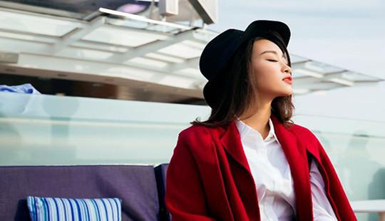 Hoa Hậu Đỗ Mỹ Linh khoe dáng ngọt bên du thuyền triệu đô